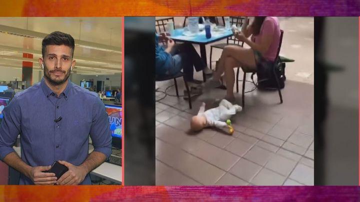 Las redes estallan por este vídeo de un bebé en el suelo de un centro comercial