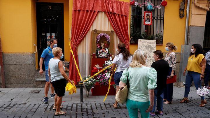 El Madrid más castizo adorna sus calles para celebrar San Cayetano con estrictas medidas de seguridad
