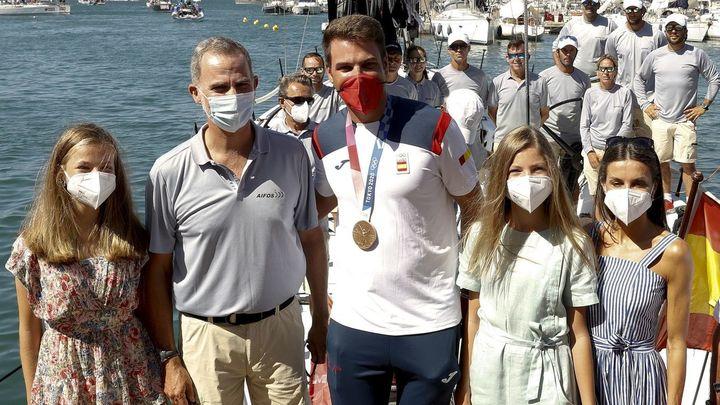 Los Reyes, la Princesa Leonor y la Infanta Sofía  acuden al homenaje al medallista olímpico Joan Cardona