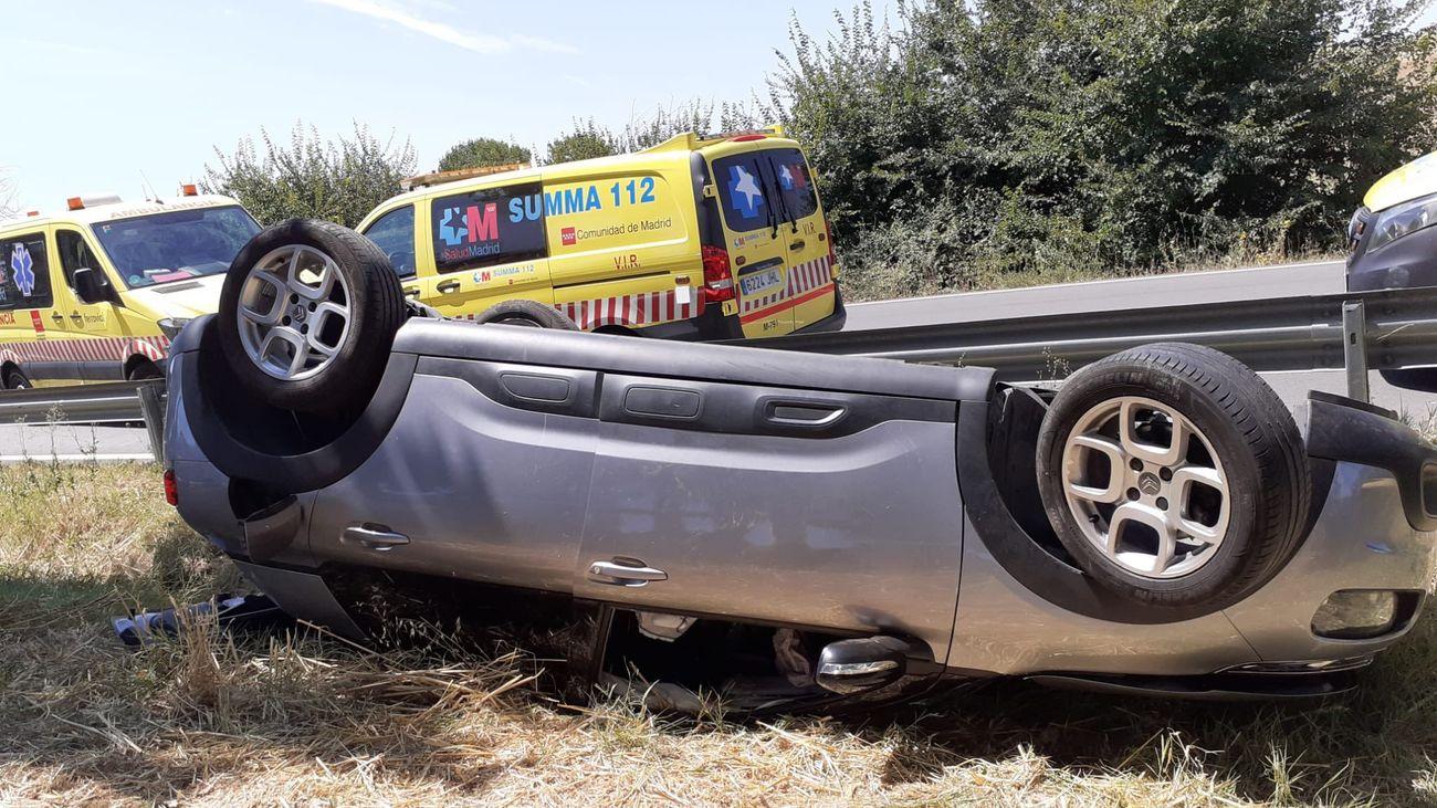 Una mujer y sus hijas sufren un accidente en la M-119 en Valdeavero tras volcar su coche
