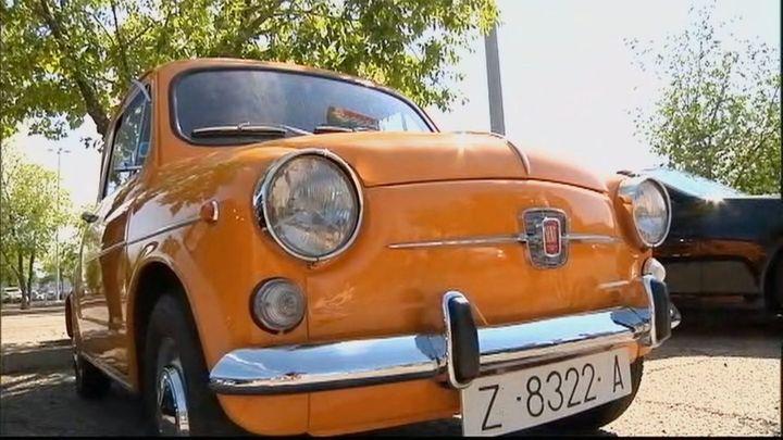 Concentración de coches clásicos en Alcalá de Henares