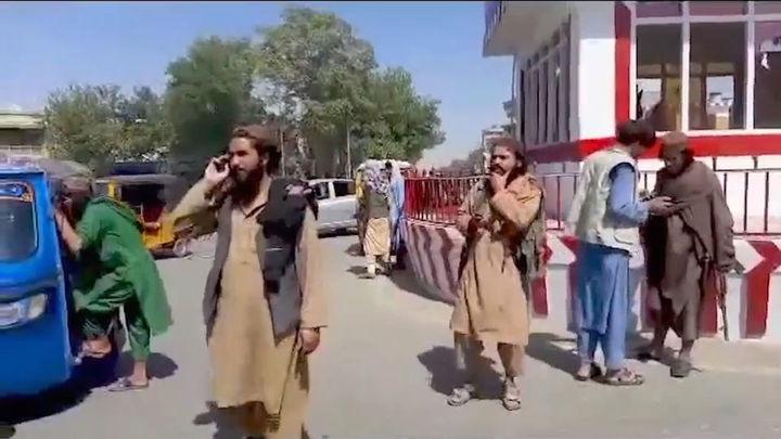 Una sexta capital provincial cae en manos de los talibanes en Afganistán