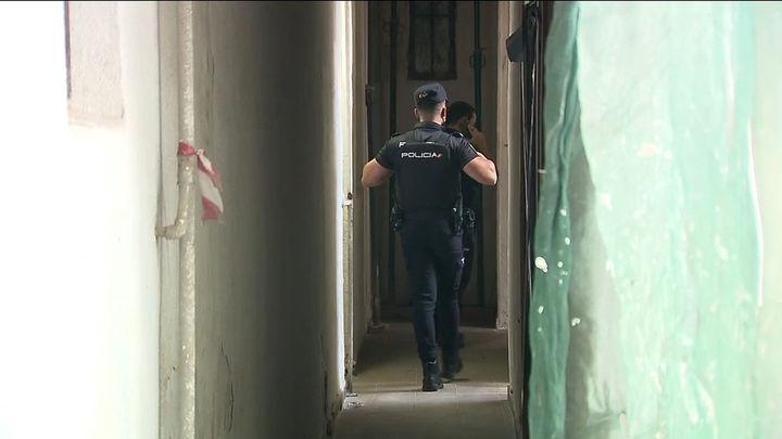 La Policía investiga el apuñalamiento de un joven en una vivienda de Mesón de Paredes