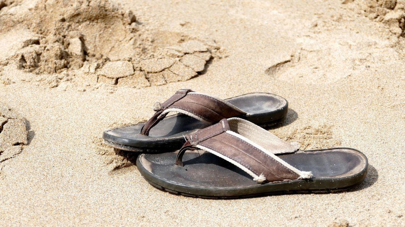 El excesivo uso de chanclas y sandalias en verano puede dañar tu pie