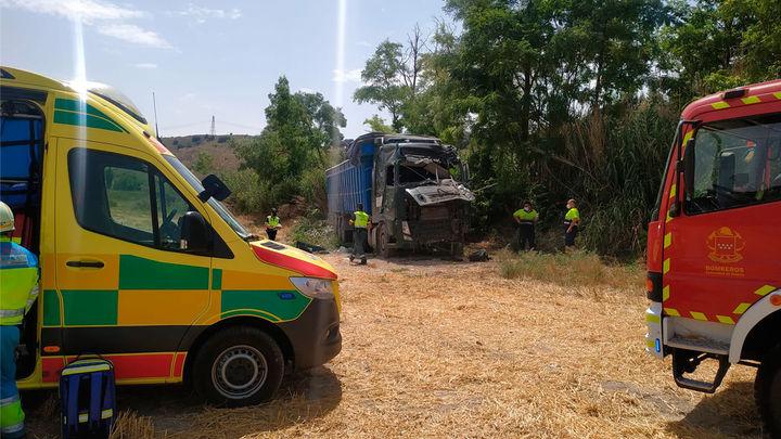 Un camionero grave al impactar con un árbol en Valdelaguna