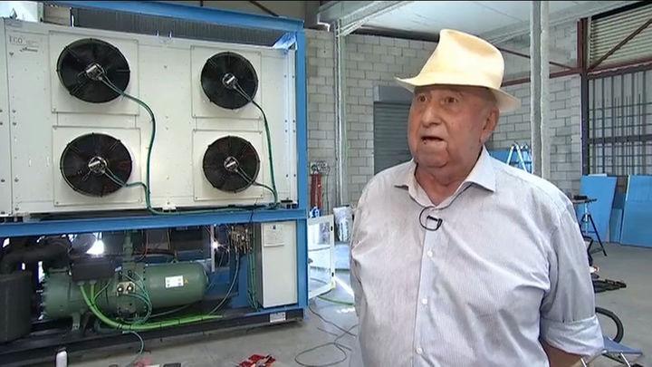Un jubilado español crea una máquina capaz de producir agua de la nada en el desierto