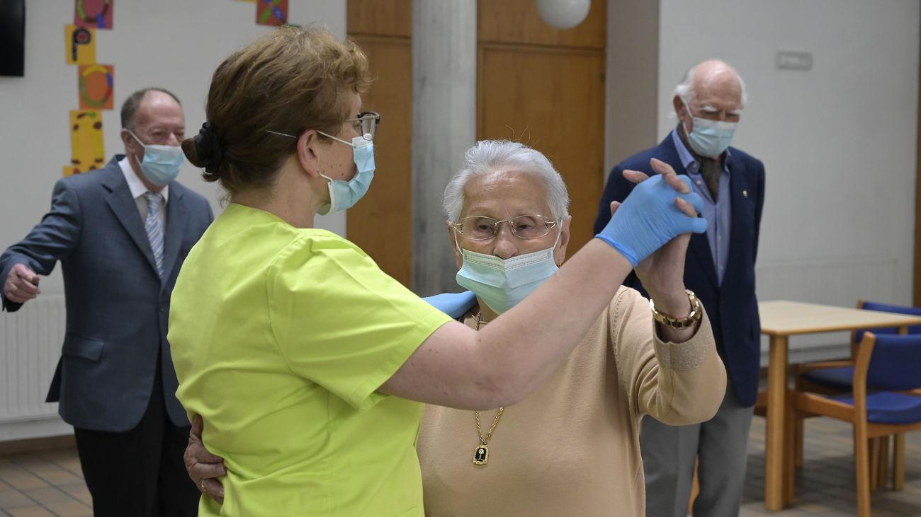 Los trabajadores de residencias que no se vacunen tendrán que realizarse test Covid dos veces por semana