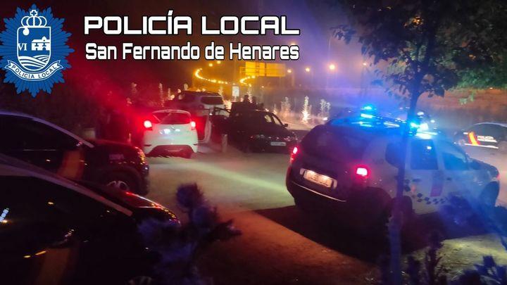 La Policía sanciona a medio centenar de jóvenes por hacer botellón en San Fernando de Henares