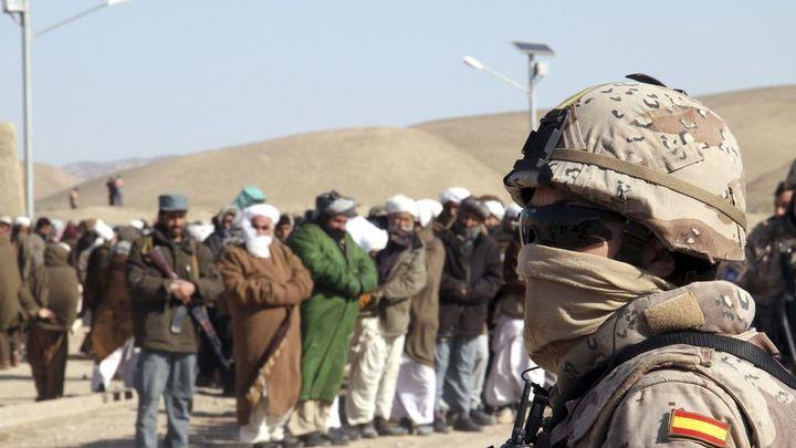 España busca una solución para los traductores que asistieron a las tropas españolas en Afganistán