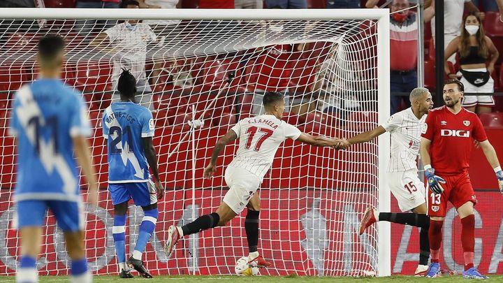 3-0. El Sevilla se impone  ante un Rayo en inferioridad