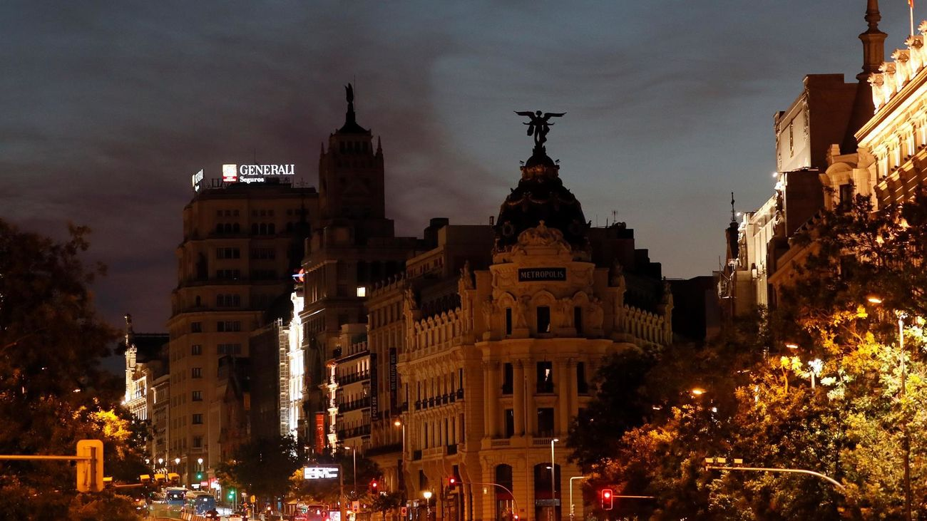 El humo del incendio de Ávila llega al centro de Madrid