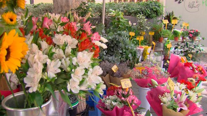 Los icónicos quioscos de flores de Tirso de Molina recuperarán su estado original