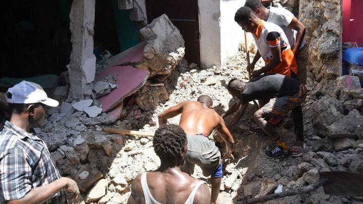 Haití, amenazado por una tormenta mientras busca supervivientes del terremoto
