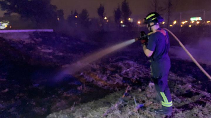 Extinguido un incendio de pastos en Villaverde