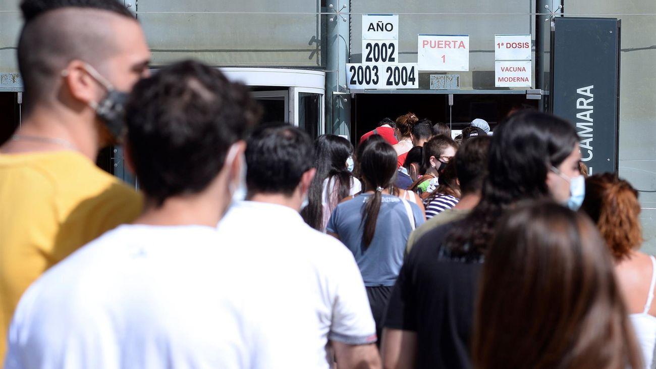 La incidencia Covid baja en España, que registra en el último día una cifra de muertos no vista desde mayo