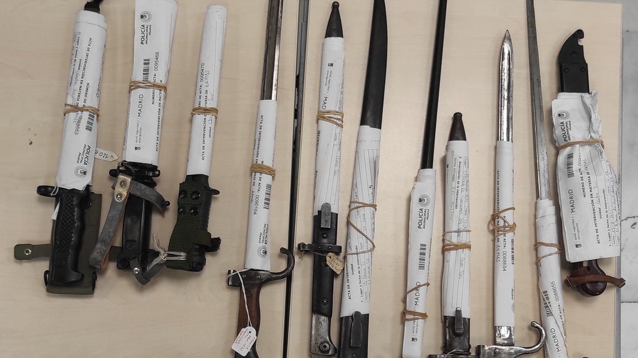 Intervenidas once bayonetas de uso militar en una tienda del Rastro