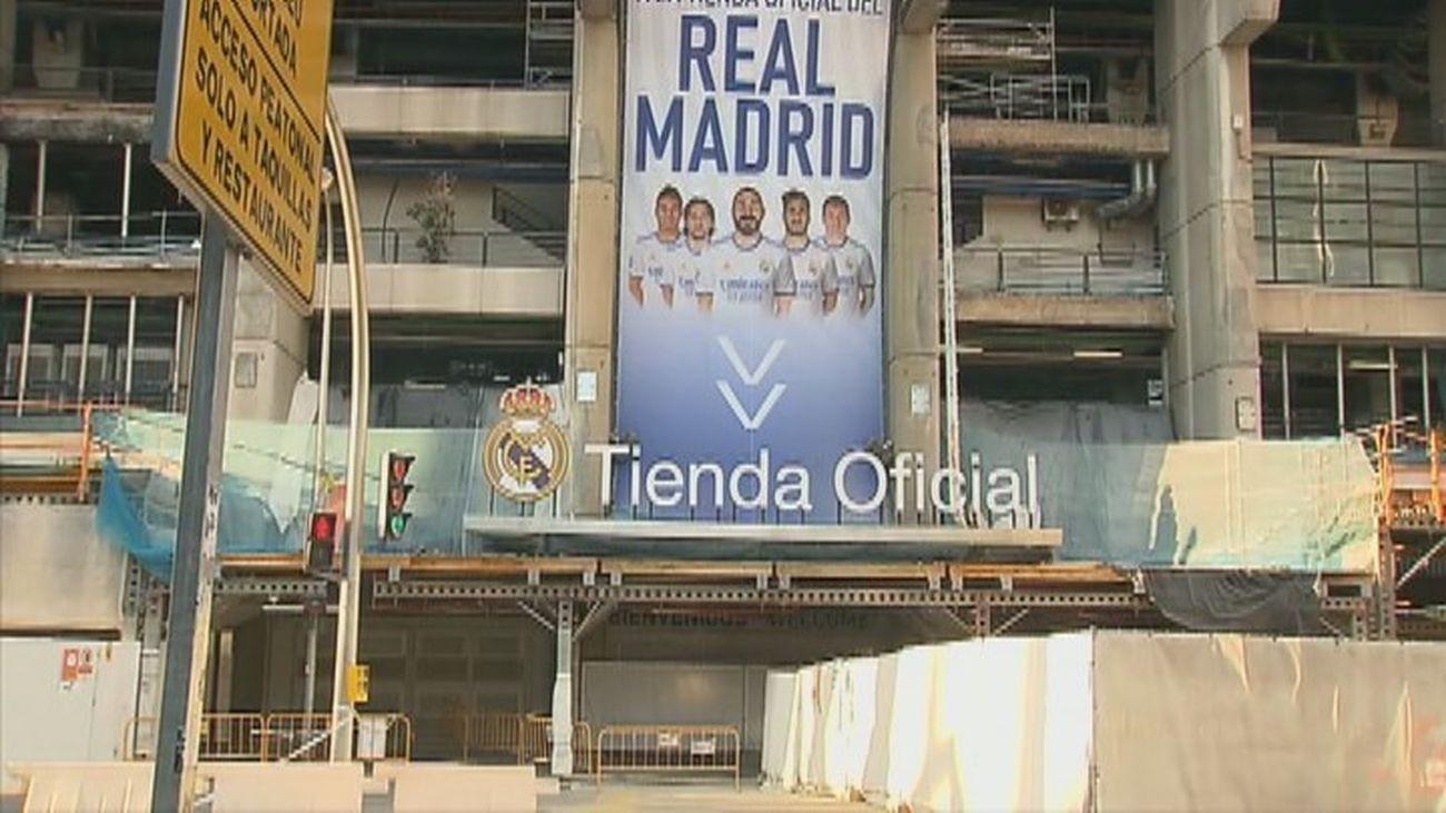 Roban mediante un alunizaje en la tienda oficial del Real Madrid en el Bernabéu