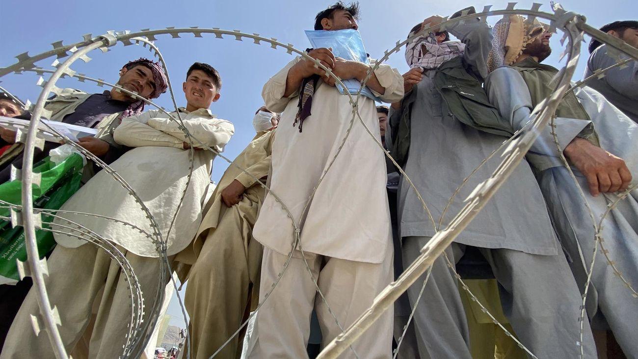La OTAN se compromete a mantener sus tropas en Kabul mientras dure la evacuación de civiles