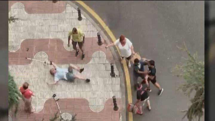 """Habla el hijo del hombre con muletas apaleado en Alcorcón: """"Tiene miedo a salir a la calle"""""""