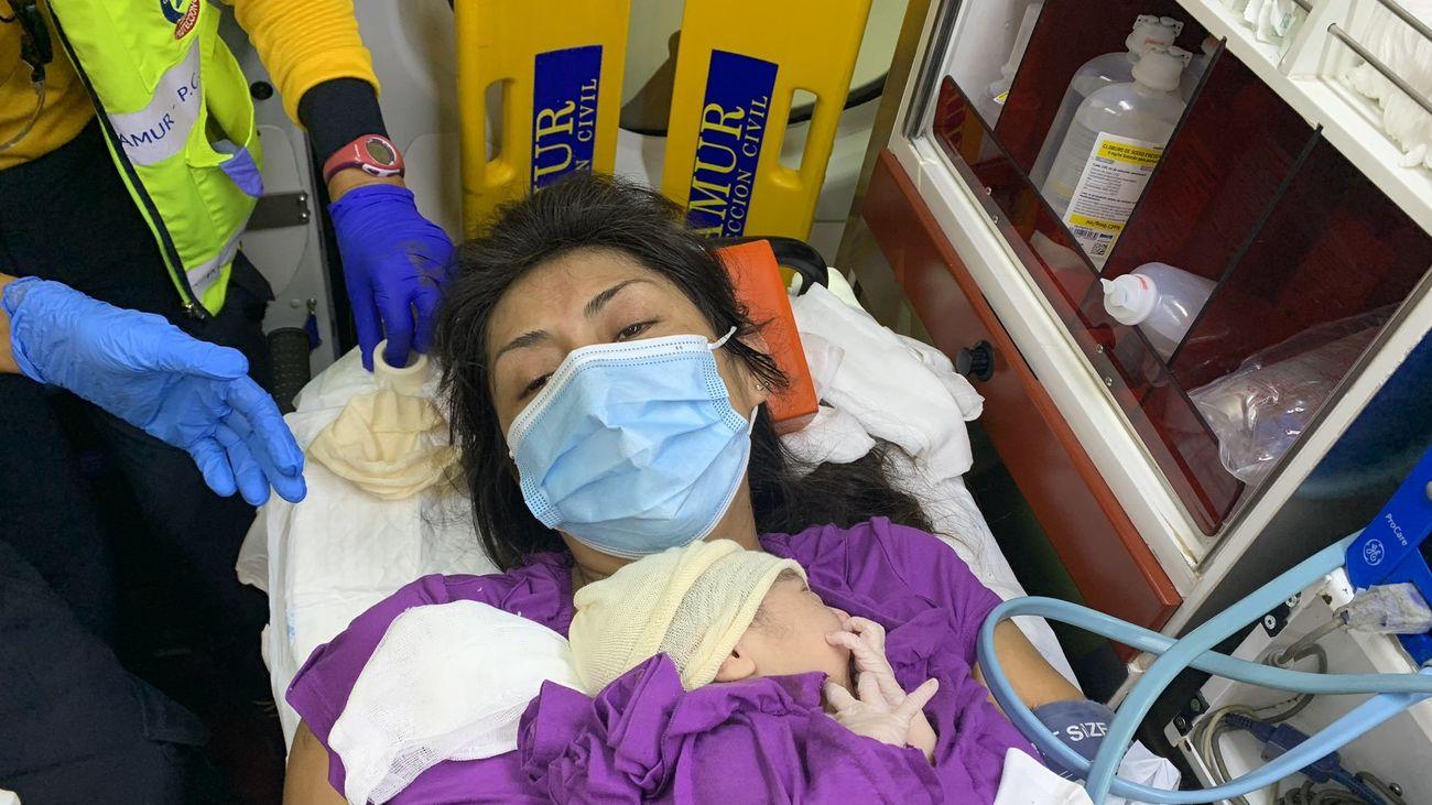 Una mujer de 36 años da a luz a una niña, Sofía, en una ambulancia del Samur