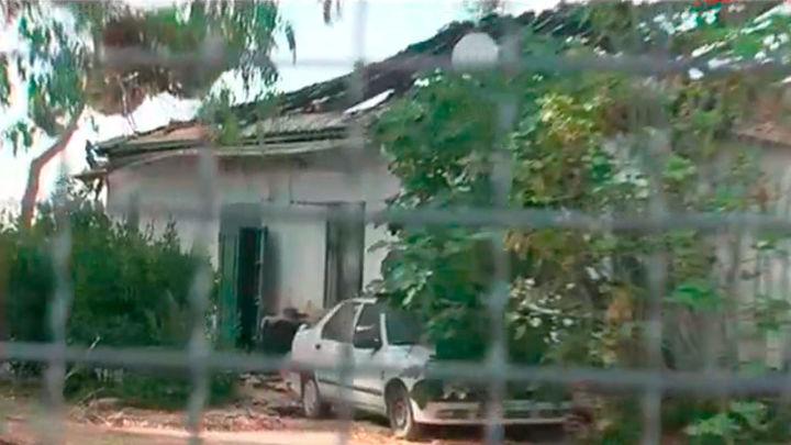 Madre e hijo viven en la calle un mes después de arder su casa en el incendio de la Dehesa de la Villa