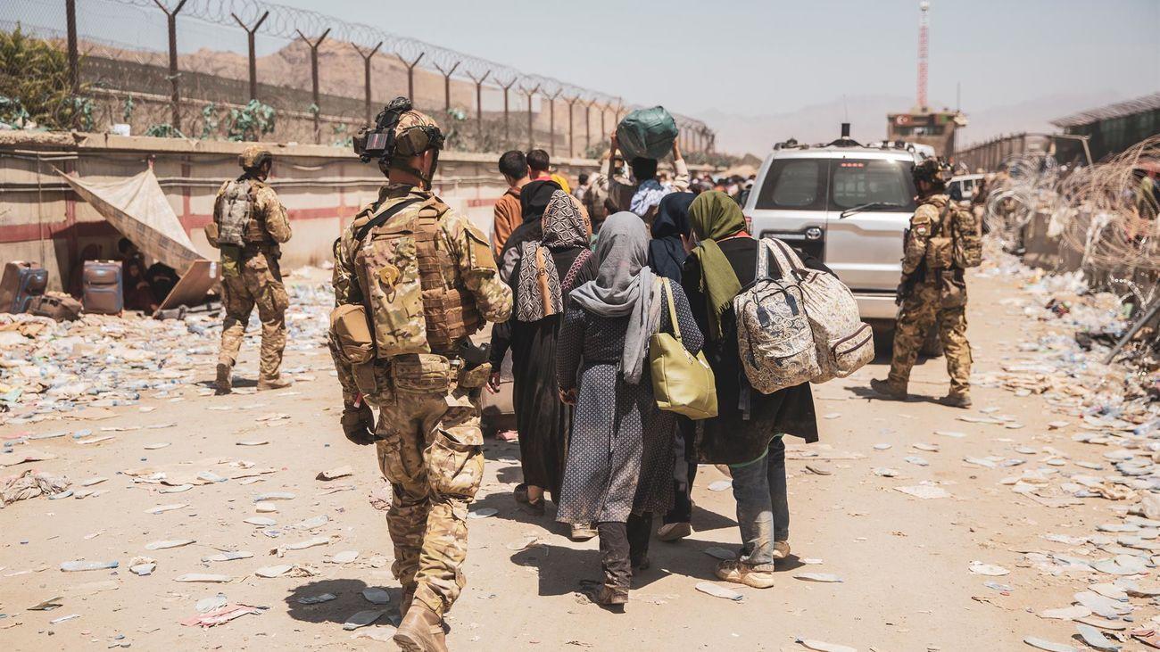 El G7 exige a los talibanes que permitan evacuar civiles más allá del 31 de agosto