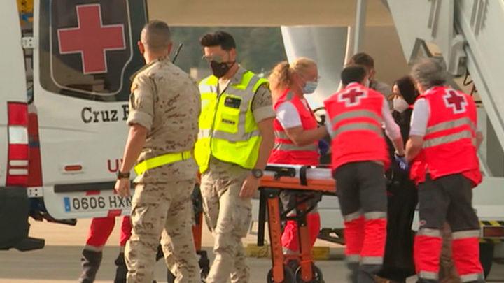 300 miembros de la Cruz Roja dan atención sanitaria y psicológica a los afganos llegados a Torrejón