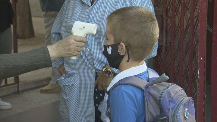 Los centros escolares pedirán al Gobierno flexibilizar el uso de la mascarilla este curso