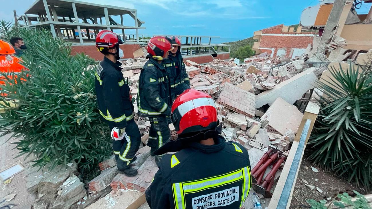 Al menos tres personas atrapadas en un edificio de tres plantas  derrumbado en Peñíscola