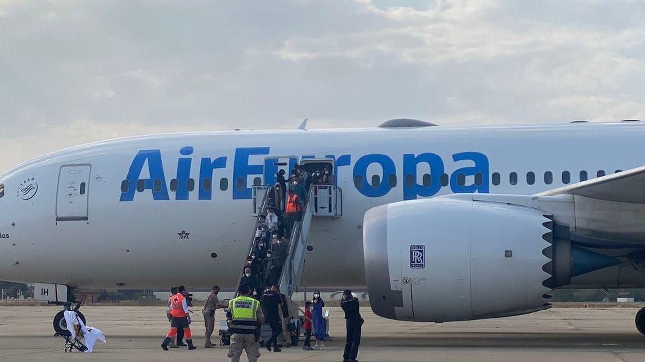 Aterriza en Torrejón un nuevo avión con casi 300 afganos más