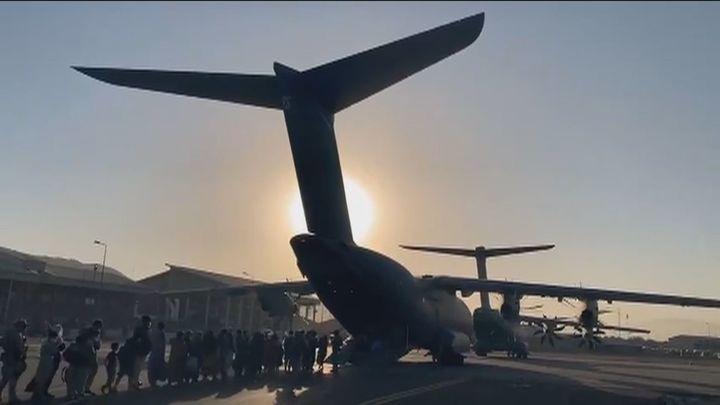 El personal español en Afganistán a salvo tras la explosión en el aeropuerto de Kabul