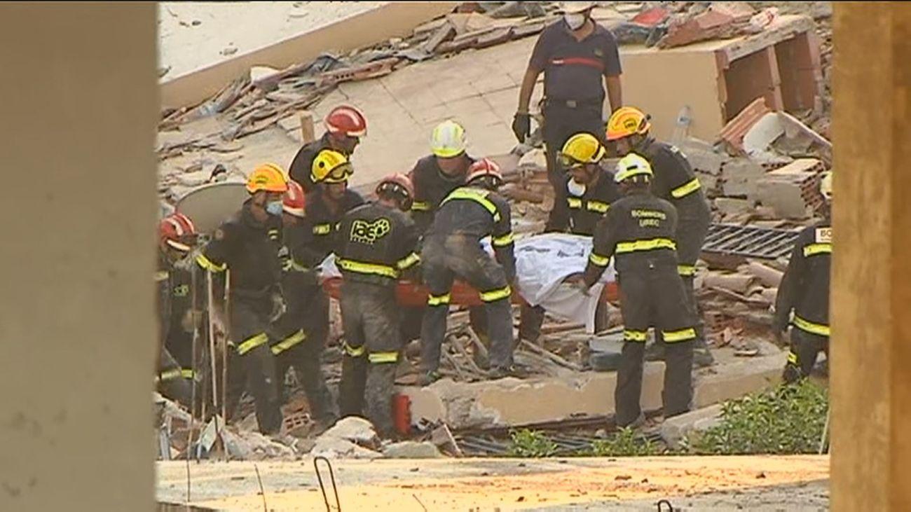 Localizan muerta a la mujer desaparecida bajo los escombros del edificio de Peñíscola
