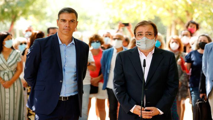 "Sánchez visita Navalmoral de la Mata (Cáceres) entre abucheos contra el ""muro"" del tren"