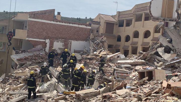 Sigue la búsqueda de la mujer atrapada bajo los escombros del edificio derrumbado en Peñíscola