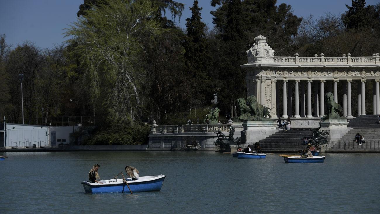 El Retiro y otros 8 parques de Madrid, con zonas balizadas desde las 15:00 horas por el viento