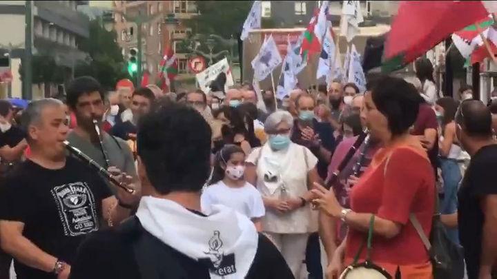 Víctimas y cuerpos de seguridad piden paralizar los homenajes a etarras