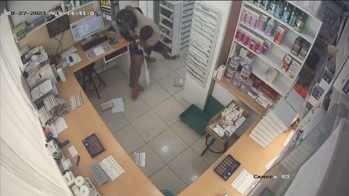 Un atracador asesta 30 puñaladas a un farmacéutico de Barcelona