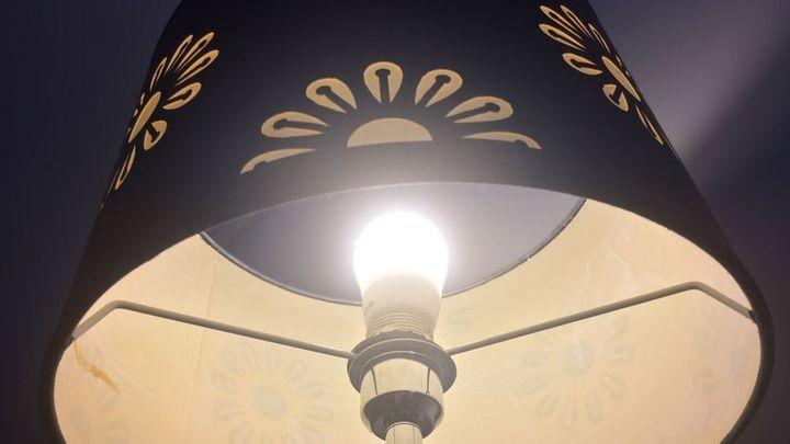 El precio de la luz alcanza un nuevo récord este martes hasta los 130,53 euros/MWh