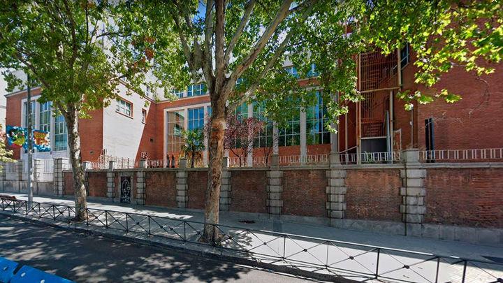 Hogar Social vuelve a 'okupar' el antiguo edificio del No-Do de Joaquín Costa