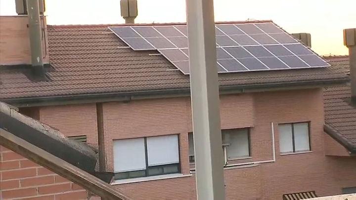 Placas solares de autoconsumo, la solución en una urbanización de Fuenlabrada contra la subida de la luz