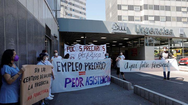 Trabajadores de Urgencias y Emergencias de Madrid se manifiestan ante el Hospital La Paz