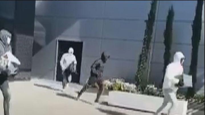Se busca a los atracadores de una perfumería situada junto a un centro comercial de Getafe