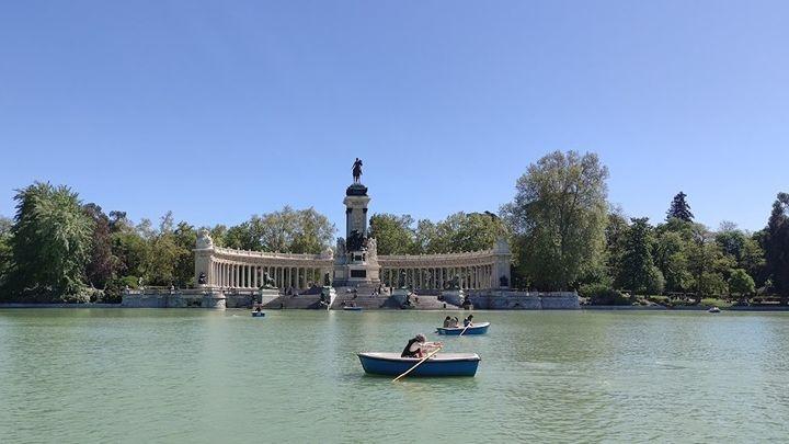 El Retiro y otros ocho grandes parques de Madrid mantienenzonas balizadas por fuerte viento