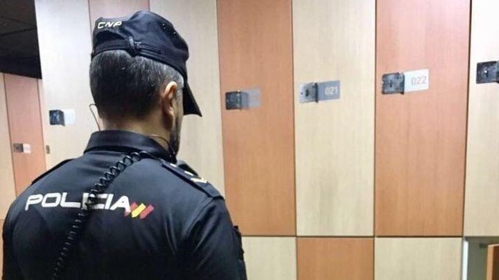 Detenida una pareja por robar en las taquillas de los vestuarios de un gimnasio en Madrid