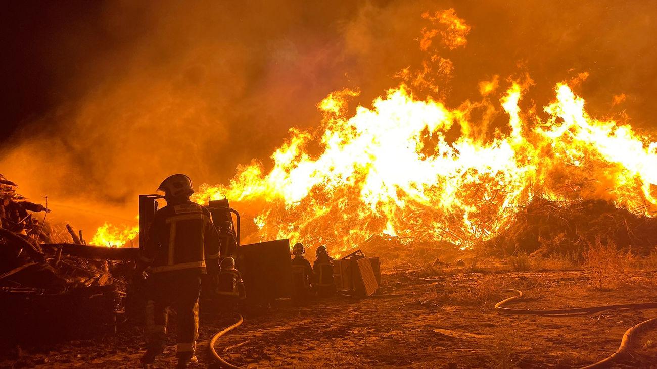Un rayo provoca un incendio en una fábrica de compostaje en San Sebastián de los Reyes