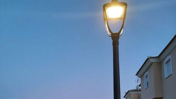 El alcalde de Batres da marcha atrás y no suspenderá los pagos a compañías eléctricas