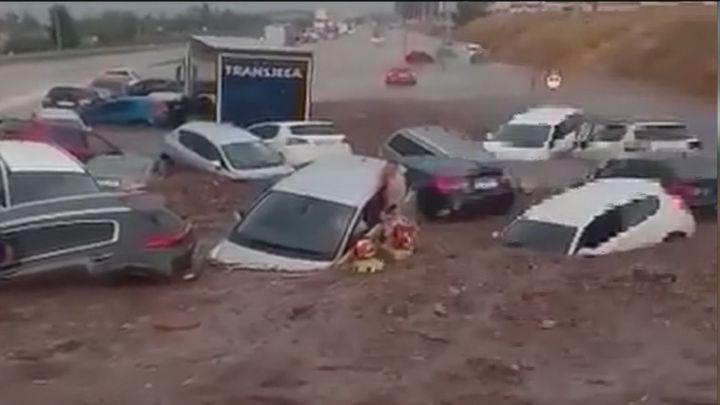Angustioso rescate de un niño atrapado en un coche en una carretera cercana a Toledo