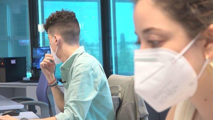 ¿Qué harías si tu compañer@ de trabajo huele habitualmente mal?