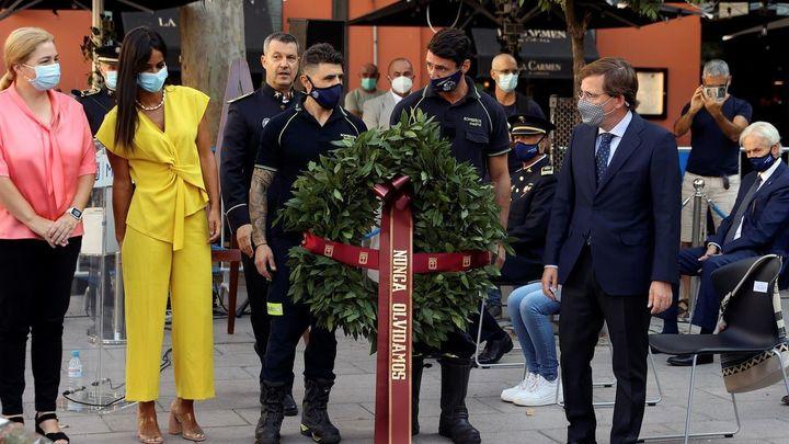 Madrid rinde homenaje a los bomberos fallecidos en los almacenes Arias hace 34 años
