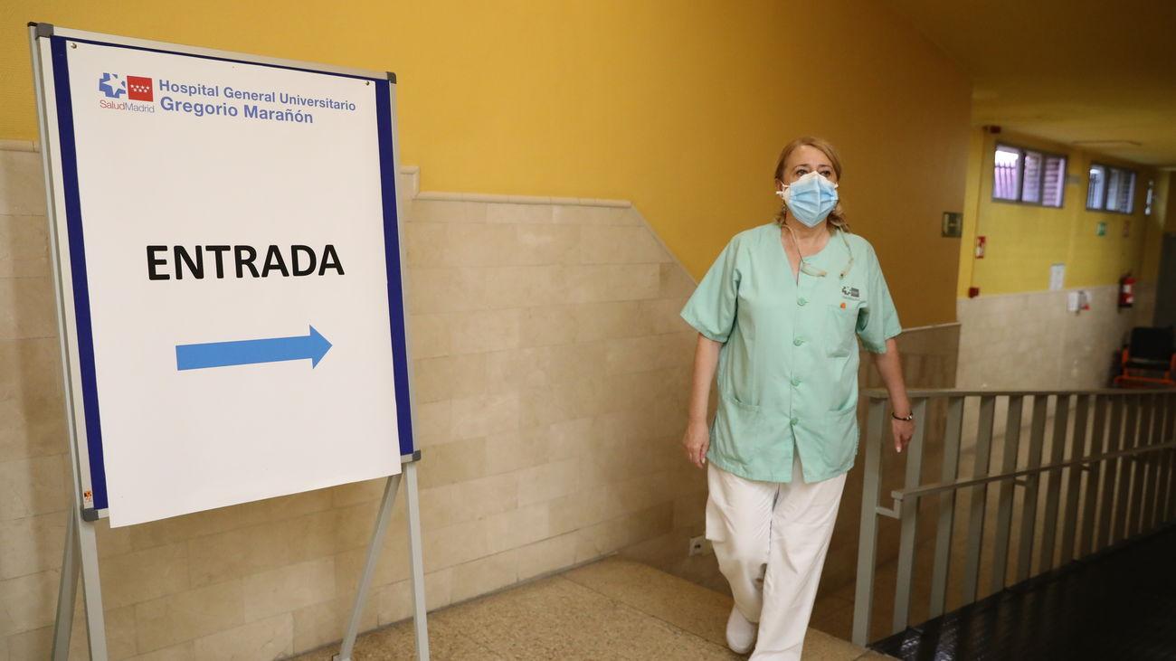 Zona de entrada a la sala de vacunación Covid en el Hospital Gregorio Marañón